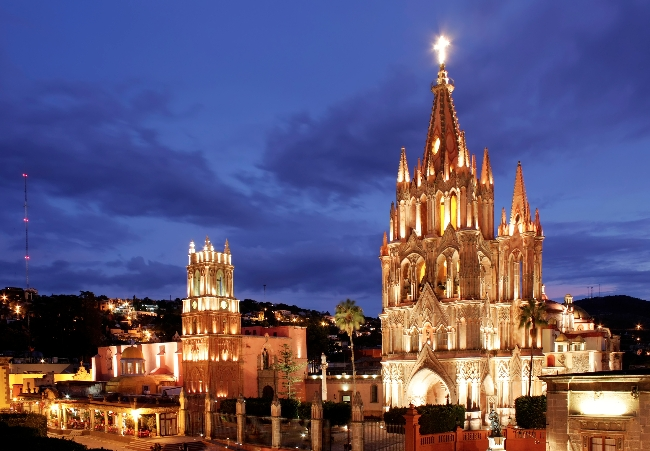 The La Parroquia and Templo de San Rafael on the main square of San Miguel de Allende in Mexico.